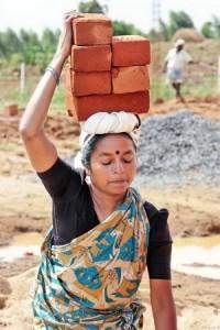 Жінка будівельник в Індії - Фото 3