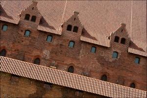 Стіни замку Мальборк