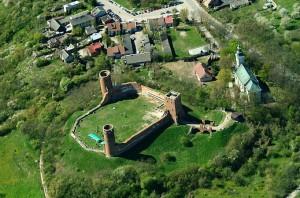 Руїни замку Черськ з висоти пташиного польоту