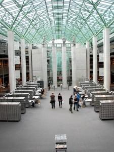 Головна зала з колонами філософів. Бібліотека Варшавського університету