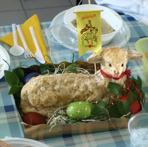 Фігурку баранчика. Пасха у Польщі