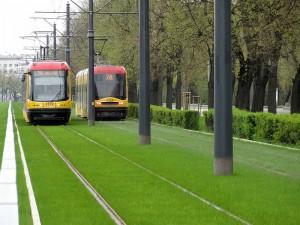 Газон на трамвайних коліях у Варшаві
