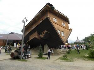 Перевернутий будинок в місті Шимбарк