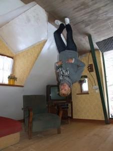 Перевернутий будинок в Польщі в місті Шимбарк