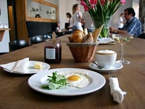 Сніданок у Варшаві