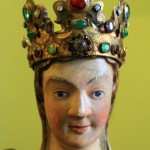 Фігура Божої Матері з дерева