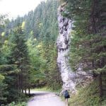 Скельні ворота вирубані струменем у вапнякових поодах